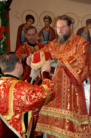 His Beatitude Jonah, Metropolitan of All America and Canada of the Orthodox Church in America (OCA), celebrated both the Divine Liturgy for the Feast of St. Herman and a memorial service commemorating the twenty-fifth anniversary of the falling asleep of former SVS dean Protopresbyter Alexander Schmemann on December 13, 2008 in the seminary chapel.